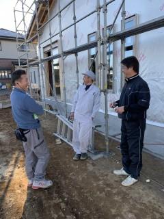 田山建設事務所新築工事・建具が入りました