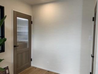 この壁に飾るものは何だと思う?