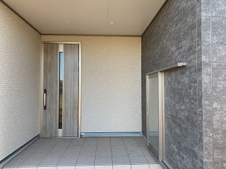 シンプルでカッコいい玄関ドア