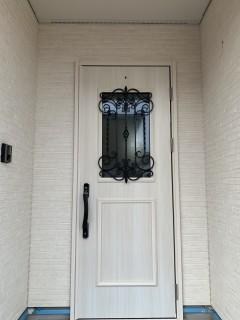 ブログで見学会・アイアン飾りが華やかでエレガントな玄関