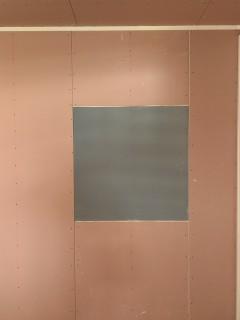 ピンクの中にあるグレーのボードの正体